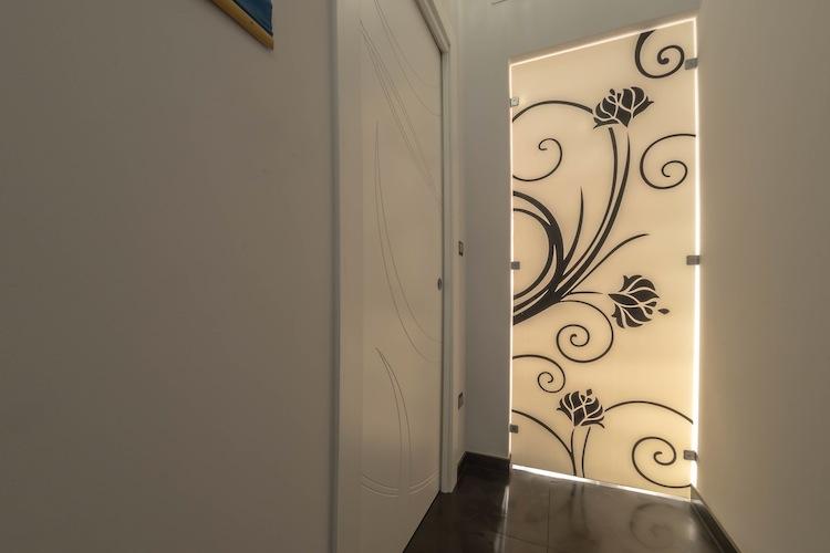 Porta interna a scomparsa e porta in vetro