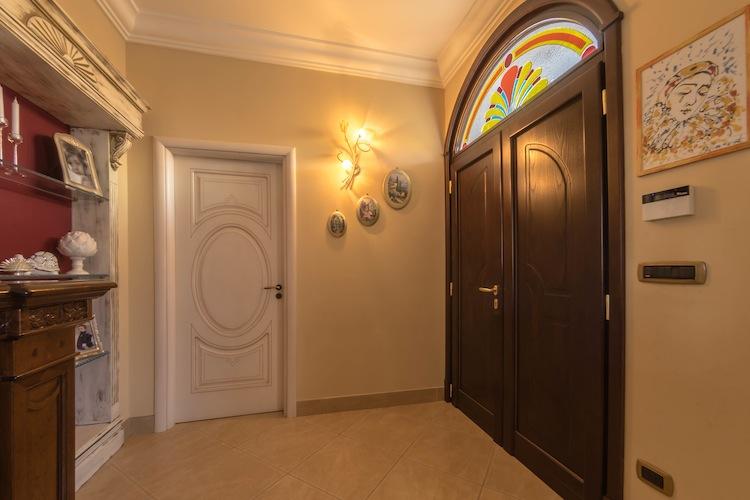 Porta interna e portone d'ingresso