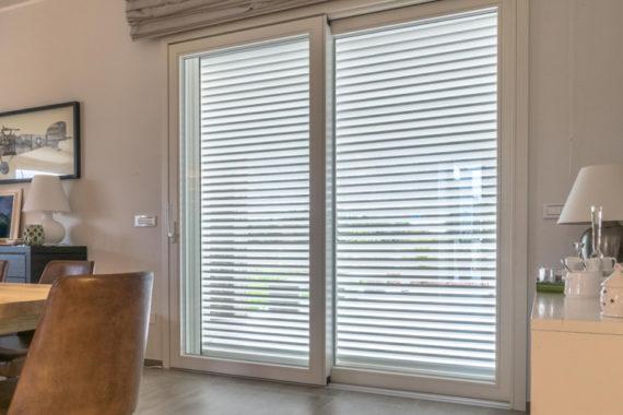 Veneziane elettriche e porta finestra